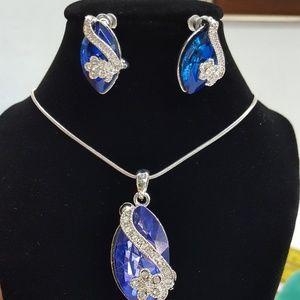 Earring & necklece Matching set